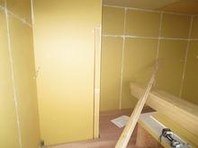 押入れ横のドアも新しい壁に生まれ変わります。