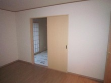 リビングからみた和室です。 こちらの開口部は埋めて壁になります。