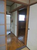 玄関横のお部屋を改修工事します。