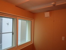 完成間近です。 天井は吸音パネルがとりつけてあります。