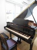 ピアノがはいりました。 とても明るいお部屋です。