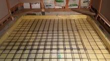 浮き床コンクリート仕様は天井高確保ができ、ホールのような空間となります。