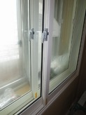 窓枠は2重の樹脂サッシです。