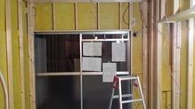 躯体の補強後、防音室側の新しい柱を立てていきます。