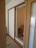 二重サッシの掃出し窓です。