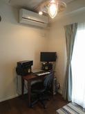 和室が洋室の防音室に生まれ変わりました。 作曲、編集、レコーディングなどもされます。