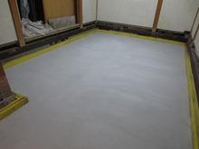 浮き床コンクリートです。しまった音響になる予定です。