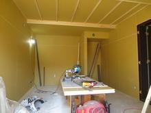 第2遮音壁完成です。 新しい仏間と収納をつくっています。