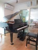 日当たりのいい明るいピアノ室です。