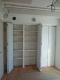 防音室内には立派な収納を設けました。