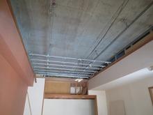 既存の天井の解体です。