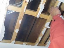 現地調査の際、天井に穴をあけて躯体の状態を確認しました。