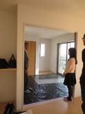 改修前のお部屋です。 リビングから2重サッシの掃出し窓で開放的な空間をつくる計画です。