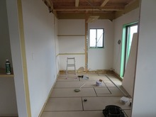 リビングの床と同じレベルまで床をあげました。
