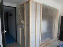 新しい壁を作り開口部を狭くします。