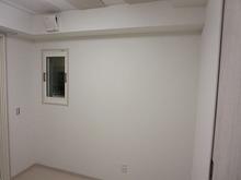 廊下側の壁にはFIX窓を取り付けました。