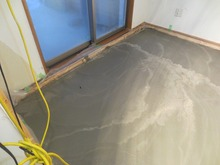 コンクリート仕様の浮き床をつくりました。