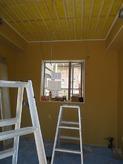 遮音壁、吸音天井もできあがってきました。 アルミサッシの内側に2重の樹脂サッシを取り付けます。