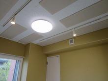 もちろん天井は吸音天井です。