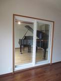 ピアノが搬入されました。 リビング側から見たピアノ室です。
