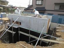 ハウスメーカーさんの施工ですが、地下ということで大規模な工事です。 完成がとても楽しみです。
