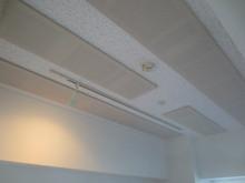 天井には吸音パネルを取り付けて、お客様の好みの音響にしあげます。