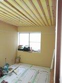 遮音補強のボード張りが終わりました。 次に吸音天井をつくります。