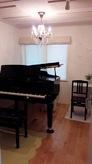 ピアノが無事に搬入され、お部屋の雰囲気もかわりました。