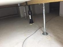 床の束補強です。 防音室は重量があるのでしっかりと補強します。