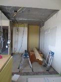 解体作業後、まずは新しい防音室の間仕切り壁を作っていきます。