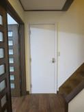廊下側の出入り口は防音ドアになります。