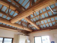 天井の解体が終わりました。 最近では珍しい丸太の梁です。