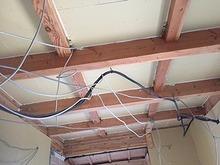 天井と床も解体し遮音補強を行います。