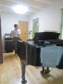 管・弦楽器も演奏されるお客様で、色々な楽器を試して頂きました。