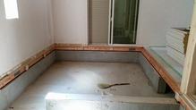 今回は床をバリアフリーで仕上げるため、床も解体しました。