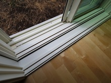 お庭側の掃出し窓は既設の窓の内側に2重の樹脂サッシが入り、3重の窓になります。