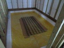 浮き床コンクリート打ちの準備です。断熱材を敷き込んでいます。