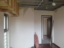 天井の解体作業中です。