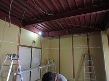 床の次に壁と天井の遮音補強です。