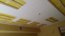 遮音工事が終わり、吸音天井に仕上げます。