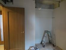 解体作業が終了後、遮音補強を行っていきます。