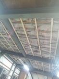 着工です。天井などの躯体の遮音補強です。