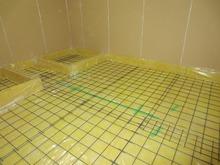 浮き床コンクリートの下地づくりです。 この上にコンクリートをいれていきます。