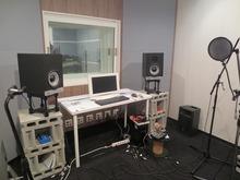 コントロールルームです。 こちらもドラム室と同様にデットな空間に仕上げています。