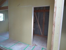 防音室の間仕切りができあがり、お部屋の形がみえてきました。