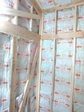 防音室の特徴である2重構造をつくっていきます。イメージ的にはお部屋の中に一回り小さい浮いたお部屋を作るというものです。
