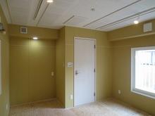 木工事完了です。遮音測定を行いました。 天井には当社オリジナルの吸音パネルを設置し、楽器本来の音を引き出すお客様お好みの音響室に仕上げています。