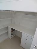 ベット下に机を納め、ロフトベットのように計画しました。収納もできる限り設けました。