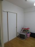 改修前のお部屋です。押し入れは一度取り壊し 防音工事後に収納をつくり直します。