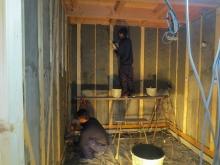 躯体壁にはモルタルを塗ります。 かなりの重量があるお部屋に仕上がります。